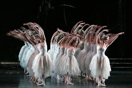 the-royal-ballet-swan-lake-act-ii-photo-johan-persson