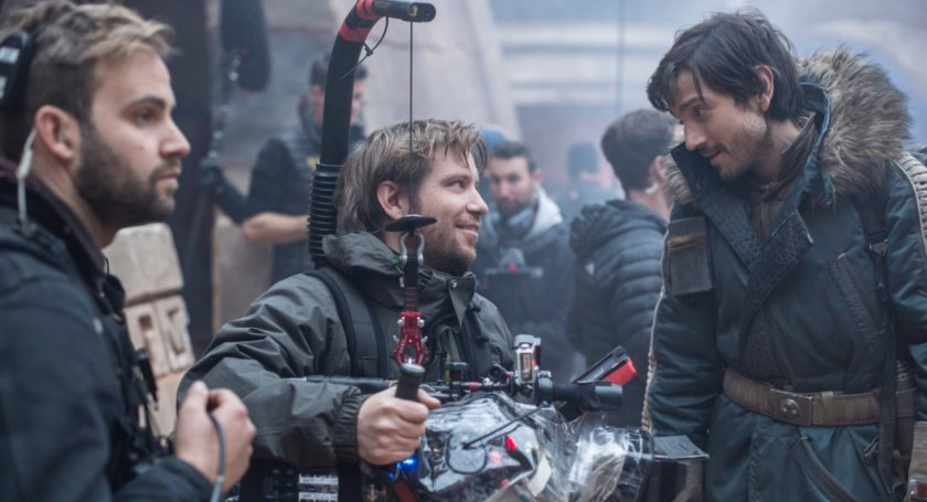gareth-edwards-on-the-set-of-rogue-one